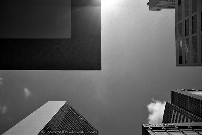 """Schwarzweiß Architektur-Fotografie aufgenommen in Sydney, Australien. Teil der Fotoserie """"Quadranten"""" von Marcel S. Pawlowski."""